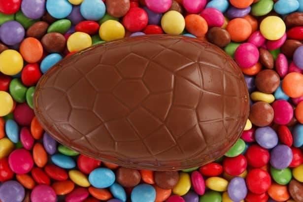 Un Goloso Uovo Di Pasqua Di Cioccolato