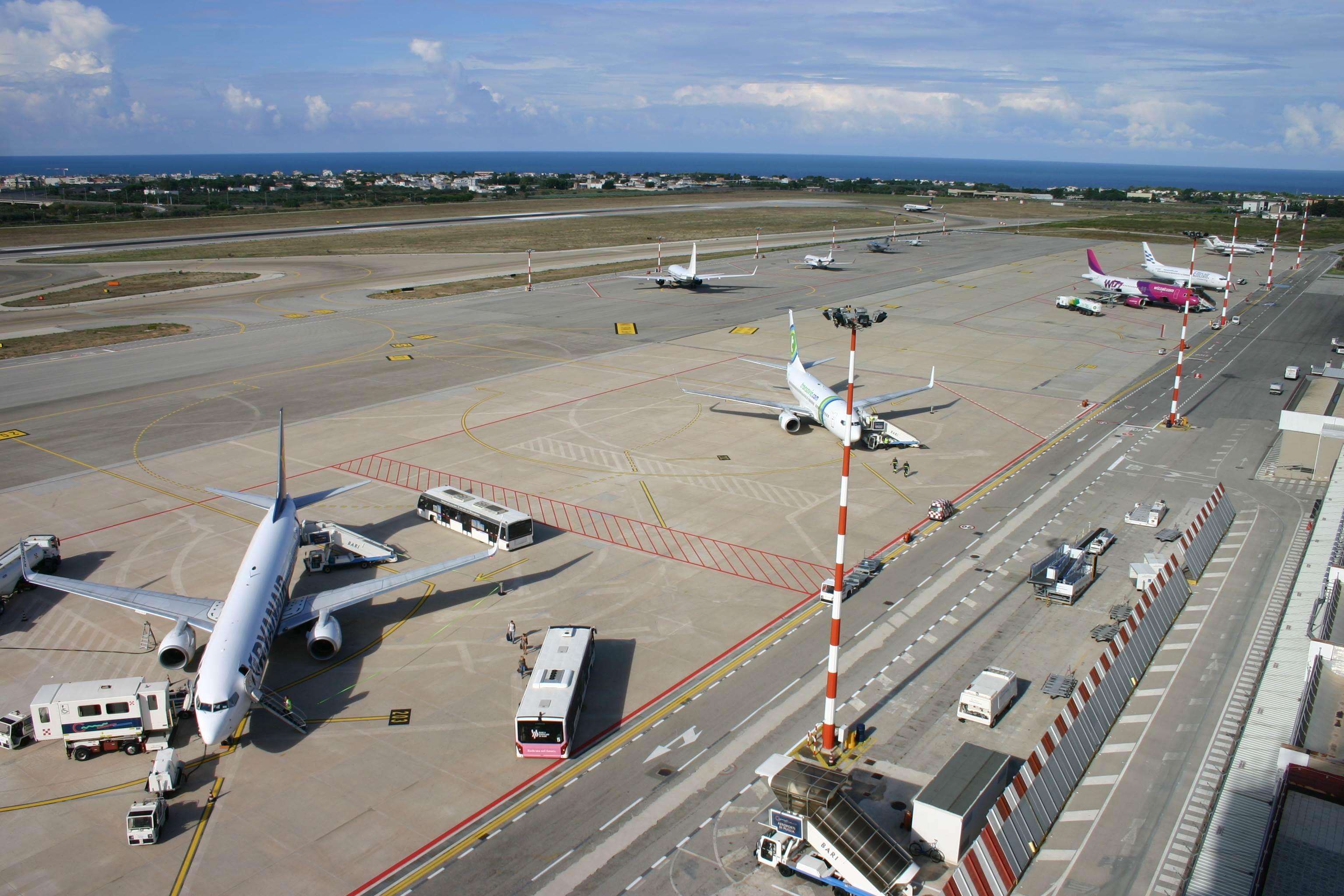 Aeroporto Bari : Bari da oggi aeroporto chiuso per giorni voli su brindisi