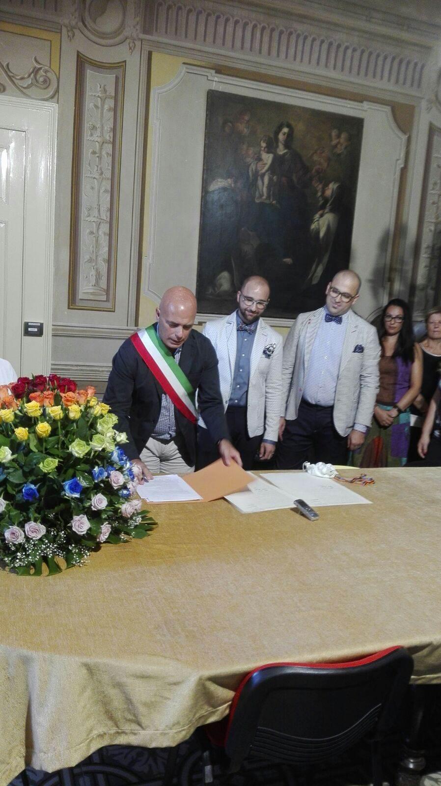 Matrimonio Omosessuale In Italia : Primo matrimonio omosessuale riconosciuto il quot sì di