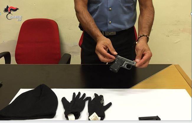 Spaccio di droga e detenzione di armi, due arresti a Bari