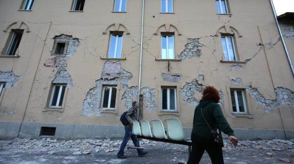 Terremoto Di Magnitudo Devasta Il Centro Italia: Le Immagini Di Amatrice Distrutta