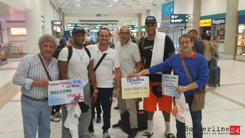 I due atleti americani al loro arrivo all'aeroporto di Palese
