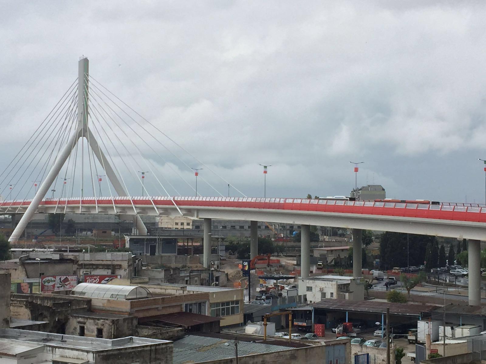 Bari, Renzi inaugura ponte: messaggio a chi vuole costruire muri