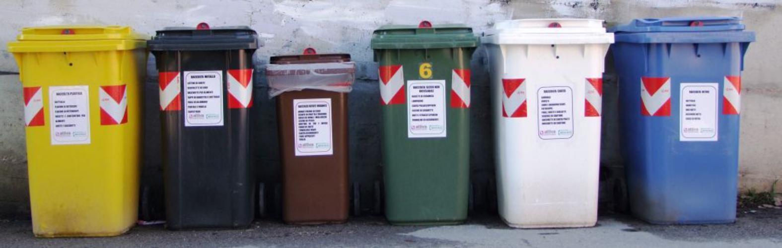 Box Per Bidoni Spazzatura pochi impianti per la gestione di rifiuti, slitta il porta a