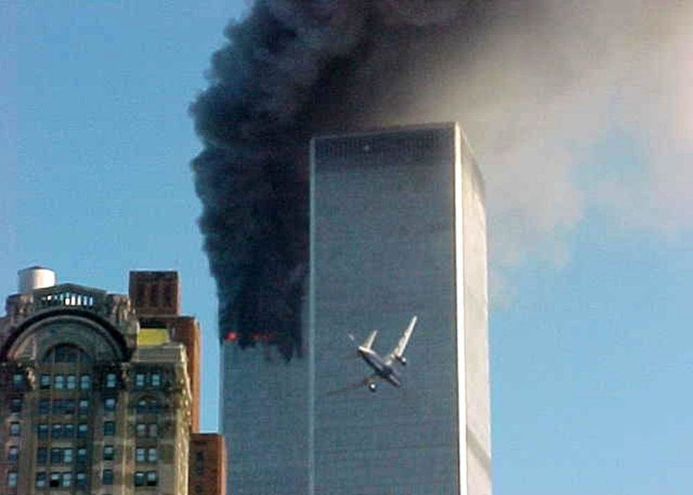 Le Telecamere Di Tutto Il Mondo Riprendono In Diretta Il Volo United Airlines Mentre Si Schianta Contro La Torre Sud Del World Trade Center Ap