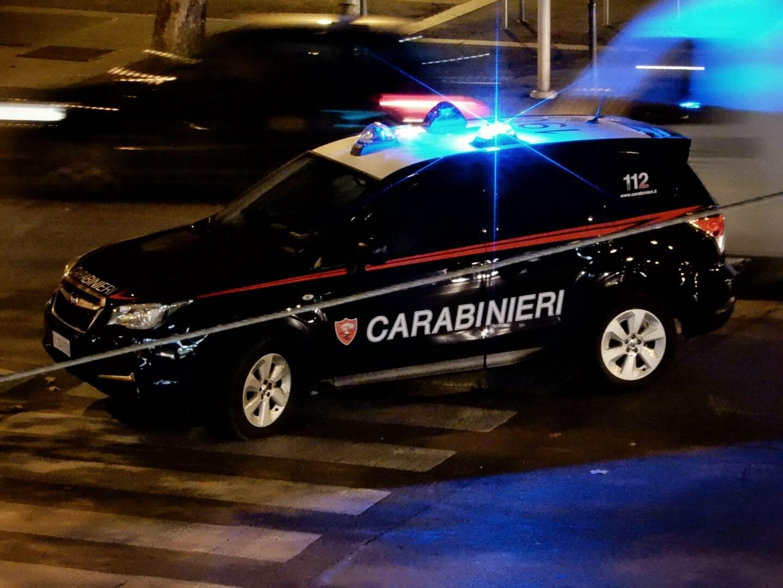 Risultati immagini per foto di carabinieri che indagano