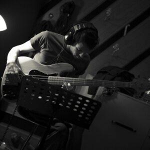 re-birth-esordio-e-rinascita-per-il-bassista-pier-bernardi 2
