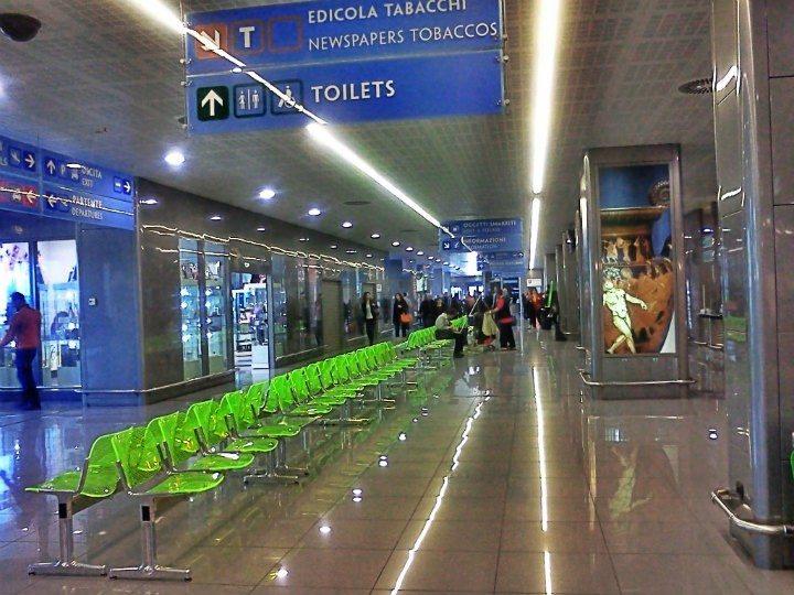 Ryanair lascia a piedi migliaia di italiani, Delrio: