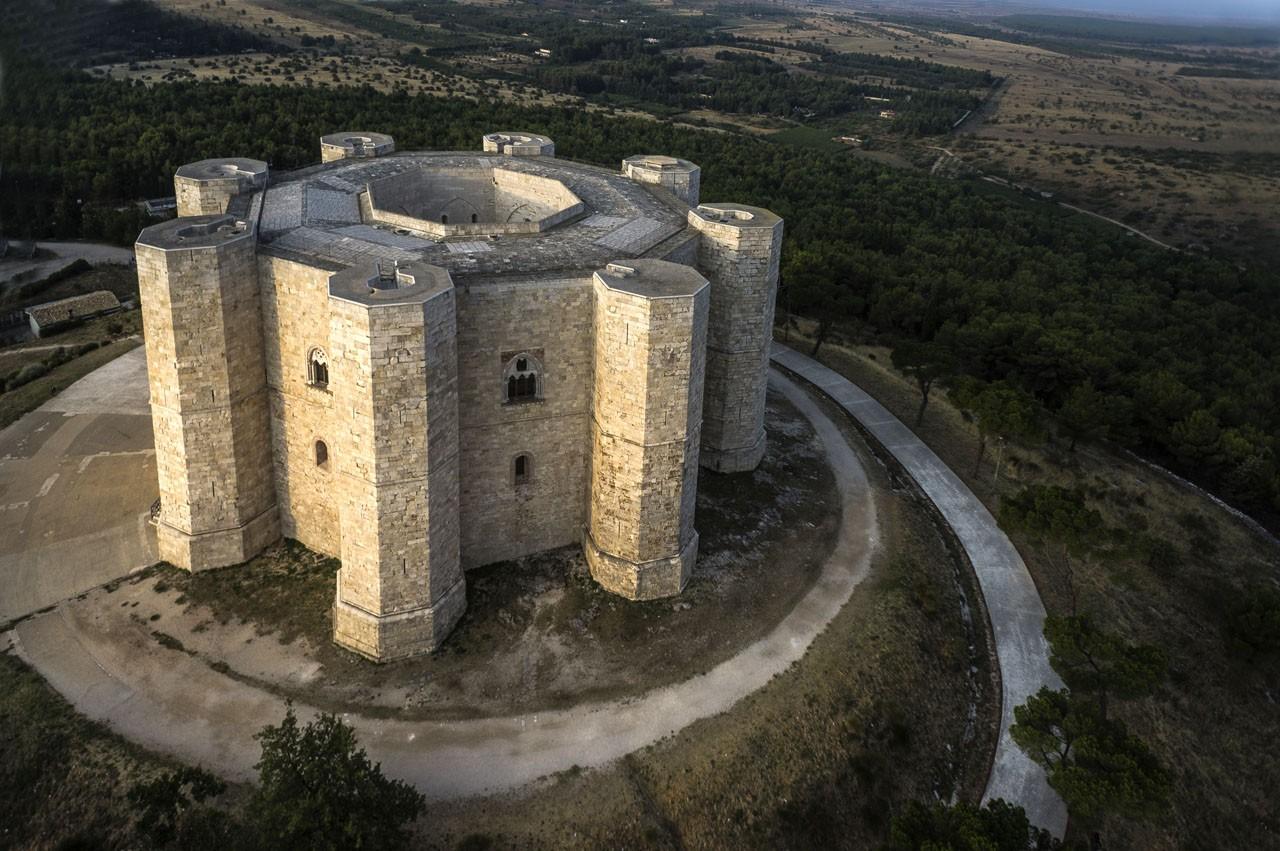 Home Design With Layout Una Delle Bellezze Della Puglia Imperiale Castel Del Monte