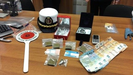 San Cristoforo, nasconde la droga negli slip: arrestato 18enne