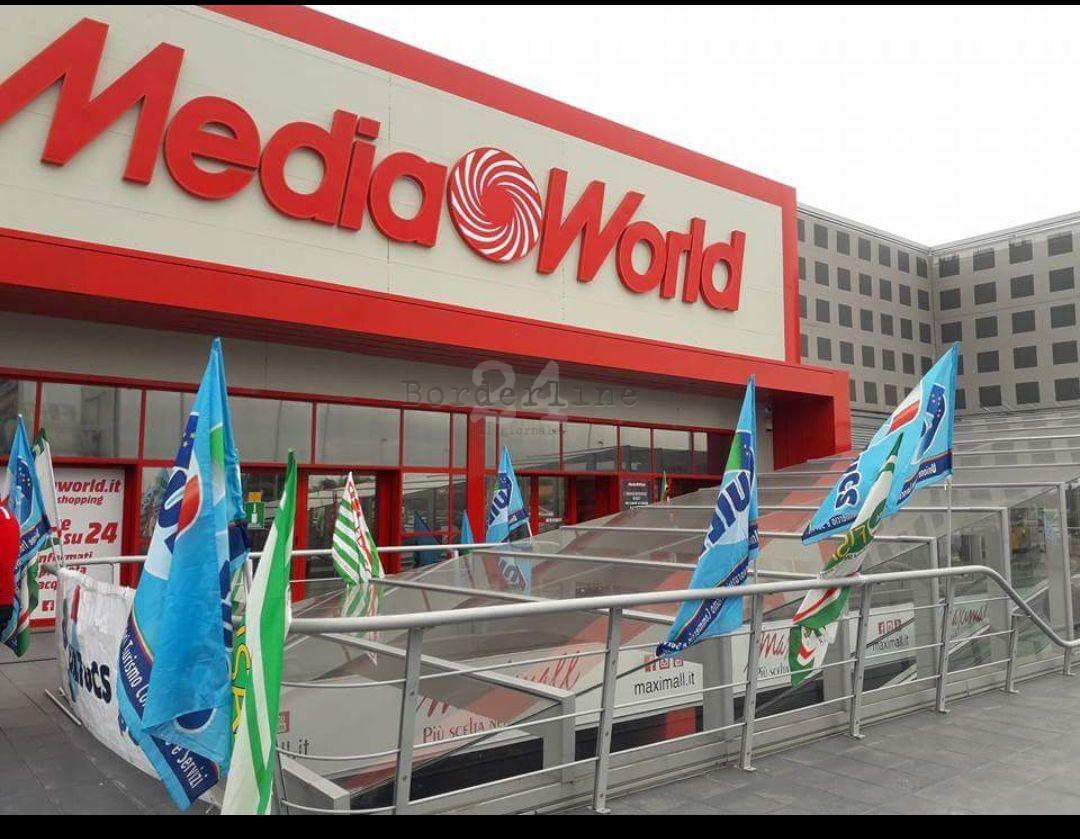 Lavoratori Mediaworld, sciopero e presidio davanti alla Fiumara