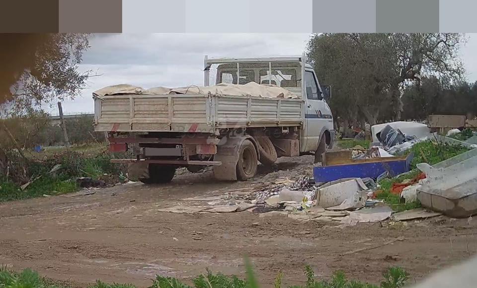 Bari, prosegue la lotta agli incivili: '55 sanzioni in dieci giorni, multe da 100 a 600 euro per chi abbandona rifiuti'