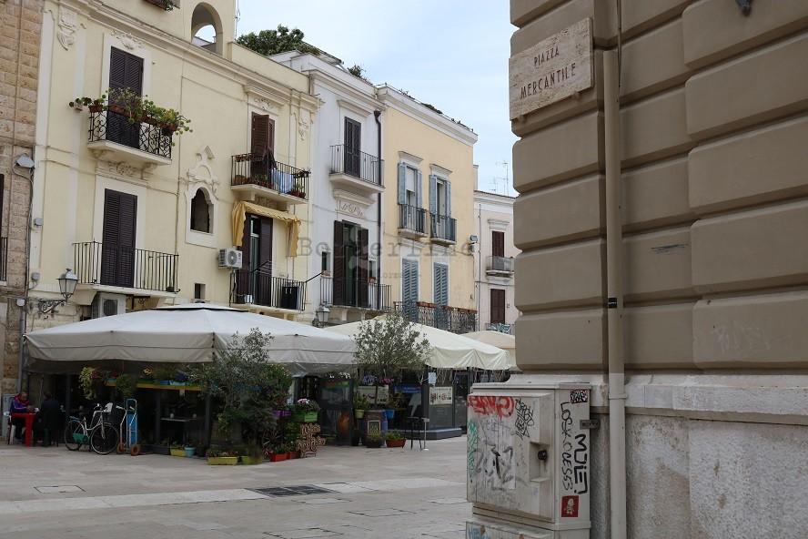 Bari, via i gazebo di notte da Bari Vecchia e scattano le multe ...