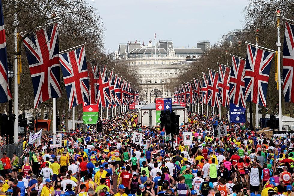 Italiano vince la maratona di Londra, ma ha preso la scorciatoria