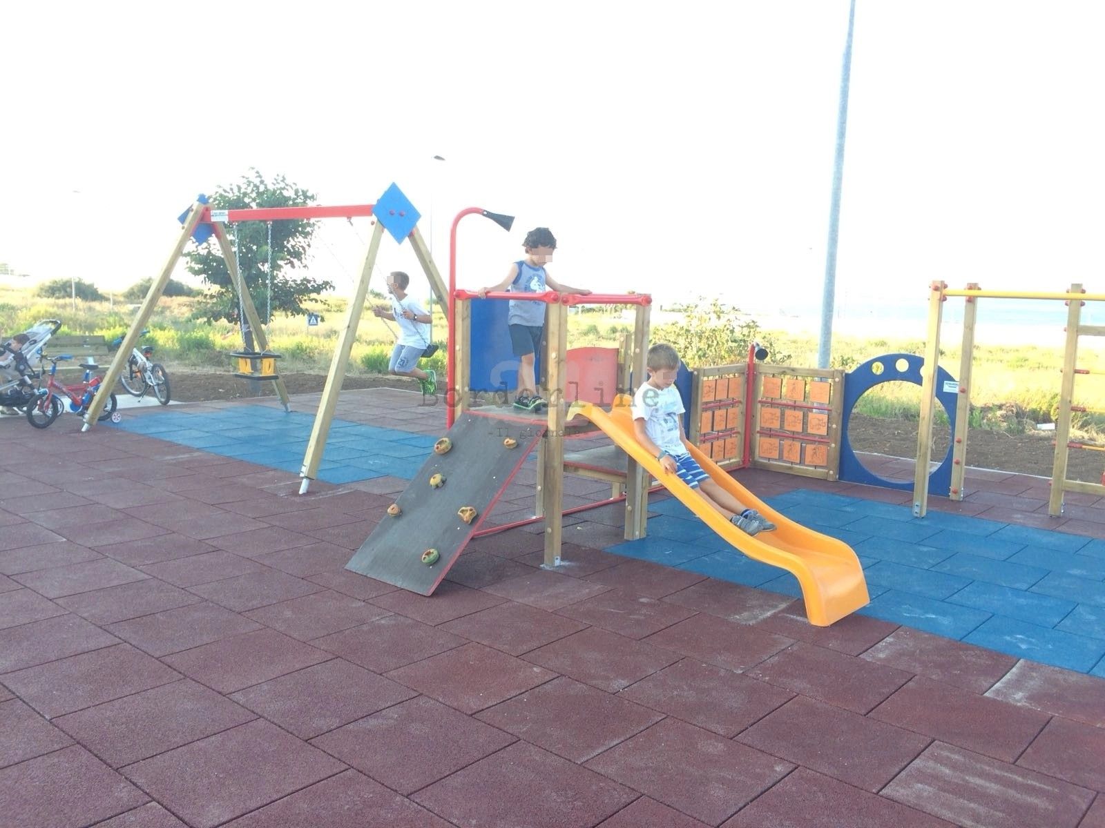 Giochi Per Bambini In Giardino bari, da sant'anna a santo spirito, nuova vita ai giochi per